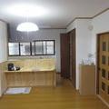 北栄町 水廻りと床張り替えリフォーム:対面キッチンと、ペット対応フロア